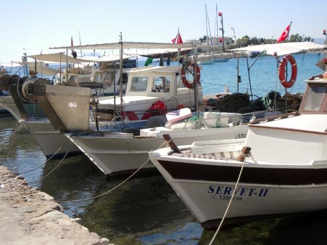 Datça'da balıkçılara ait tekneler