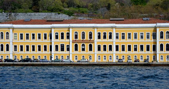Yanan Galatasaray Üniveristesi binası, Feriye Sarayları oluşturan binalardan bir başkasıdır.
