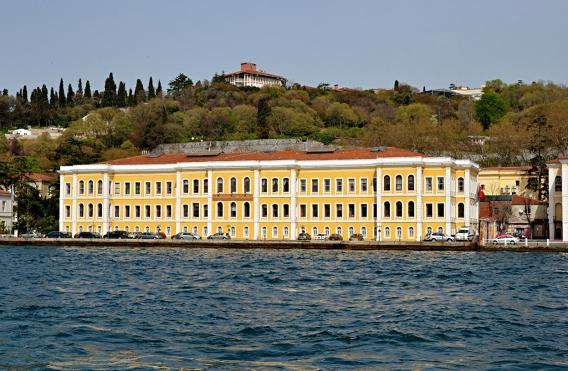 Yanan Galatasaray Üniveristesine ait bina.