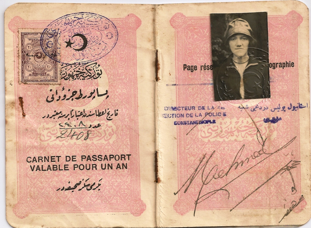 Beyaz Ruslar'a ait Ines Veissman adlı genç kızın pasaportu