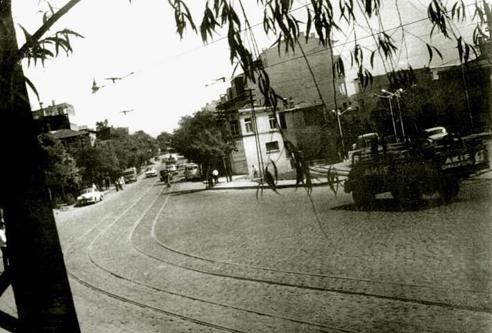 Kızıltoprak'tan geçen tramvay yolu