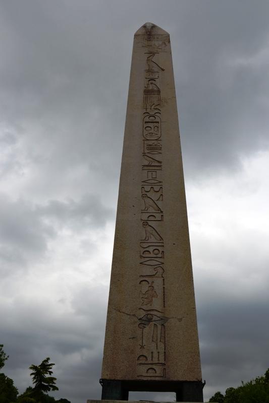 Obelisk batı yüz
