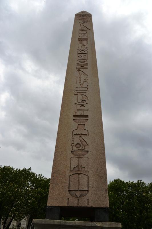 Obelisk güney yüz